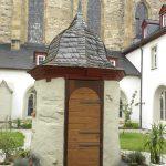 Neue Tür am Brunnenhaus