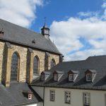 Blick auf Chor und Klostergebäude