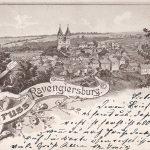 Ortsansicht von Südwesten; älteste bislang bekannt gewordene Ansichtskarte von Ravengiersburg in Form einer Lithographie; entstanden um 1900; die alte evangelische Kirche ist hier noch nicht zu sehen; vermutlich 1908 postalisch gelaufen