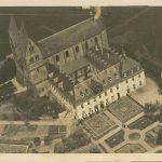 Luftaufnahme von Kirche und Kloster; am 17.11.1932 postalisch gelaufen